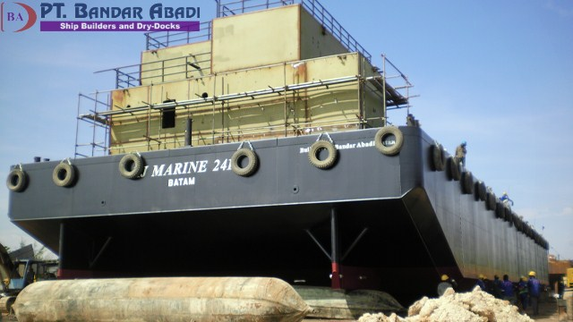 Oil Barge with Boiler
