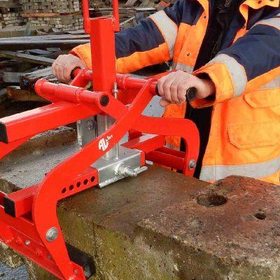 AL-600 AUT clamp for handling curbstones etc.