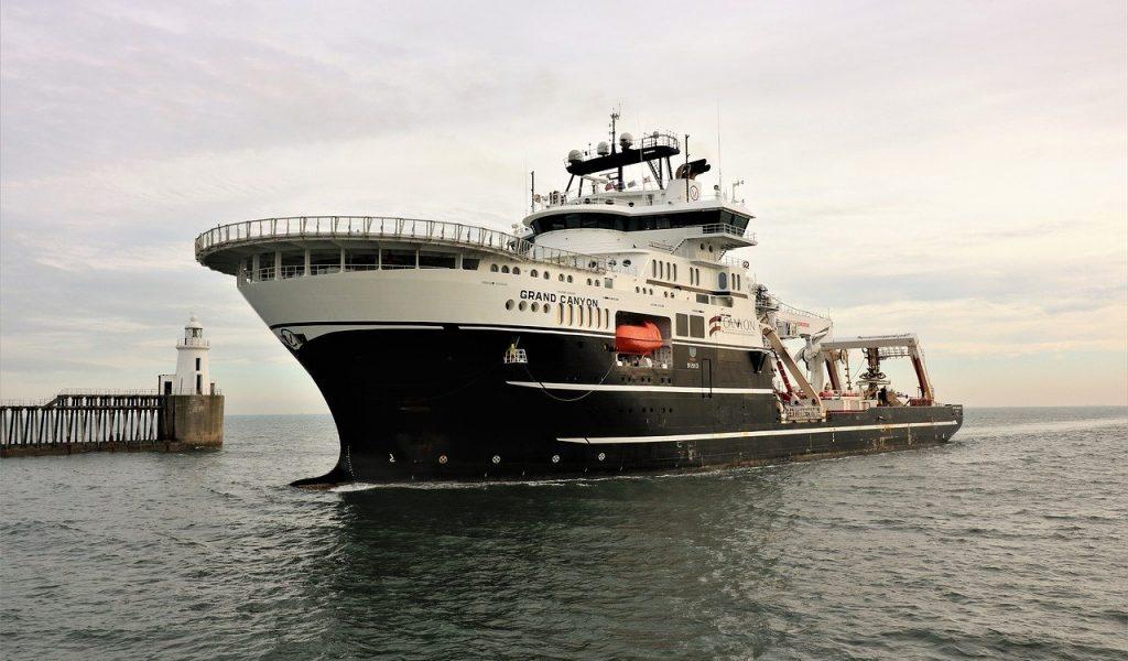 ship-2734433_1280
